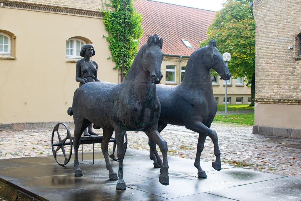 Schleswig-Schloss-Pferde-1024x683 %Hundeblog